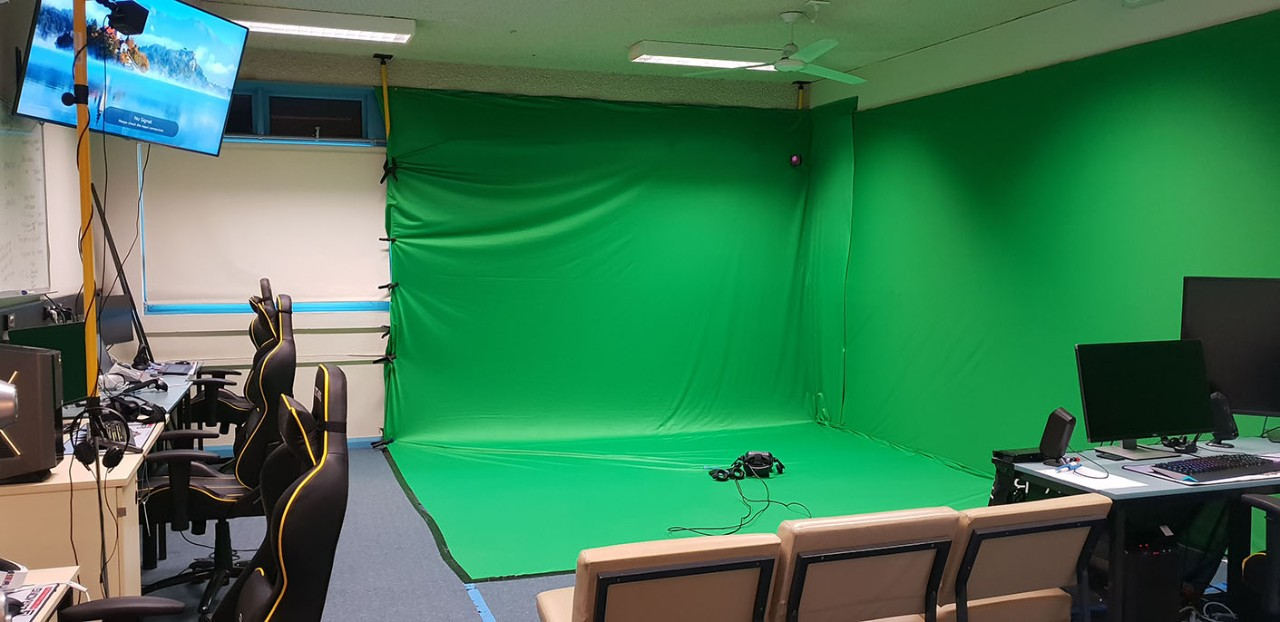 VITaL classroom showing green screen and computers